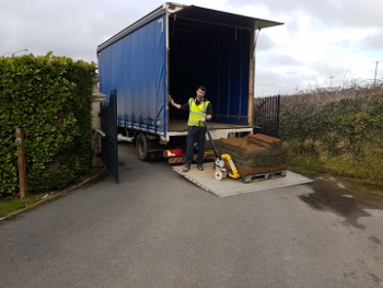Tail-lift-delivery-turf
